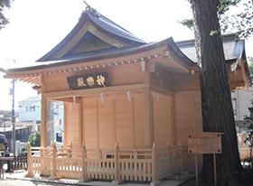 松戸神社神楽殿の舞台を収納した様子