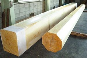 宮大工の作業の一つ、柱を丸く仕上げる1