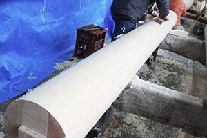 宮大工の作業の一つ、柱を丸く仕上げる3